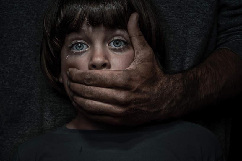 molestowanie, chłopiec, dziecko, przemoc