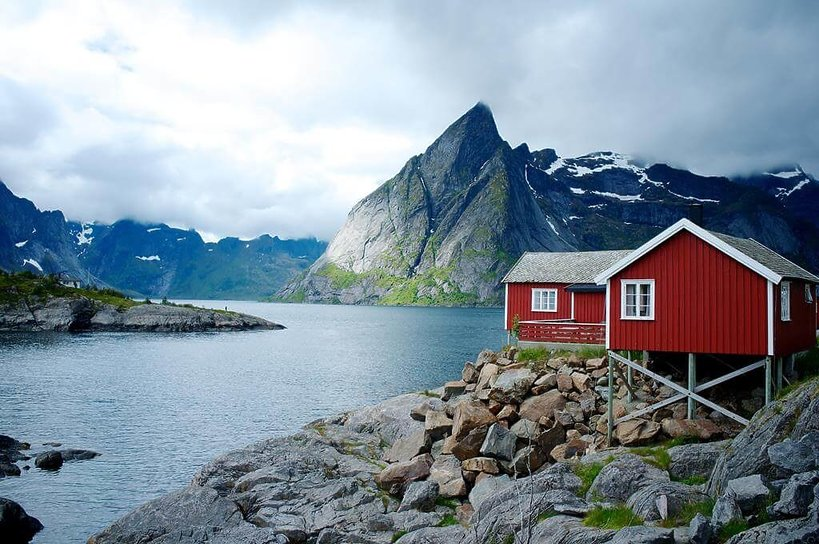 nowerski czerwony dom nad woda