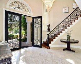 Nowy dom Joanny Krupy w Calabsas w Los Angeles. Tak mieszka modelka i jej ukochany