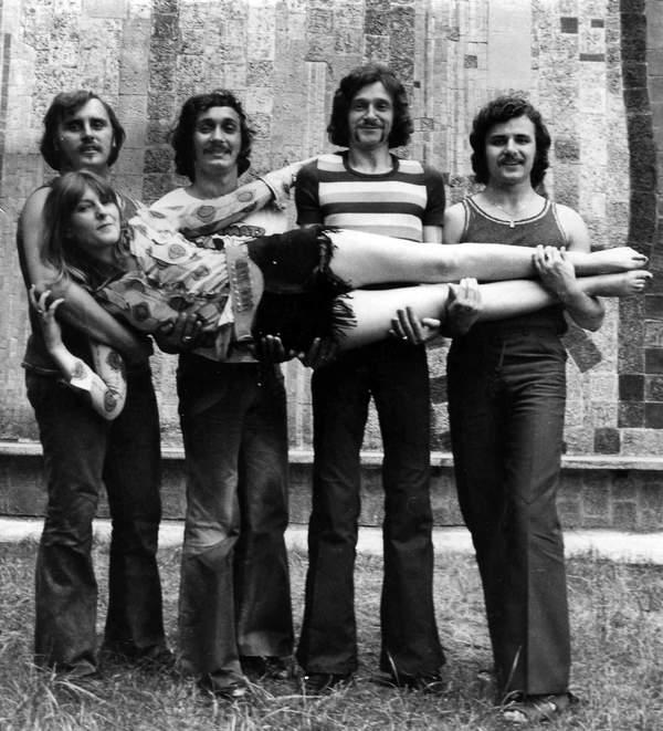 Od lewej: Marian Lichtman, Halina Żytkowiak, Sławomir Kowalewski, Ryszard Poznakowski, Krzysztof Krawczyk, Trubadurzy, Warszawa, 08.1972
