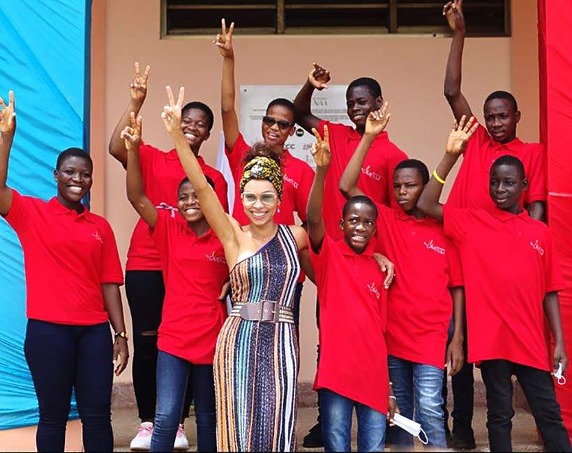 Omenaa Mensah otworzył szkołę w Ghanie