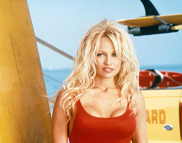 Pamela Anderson przeszła spektakularną metamorfozę. Co się stało z jej twarzą?