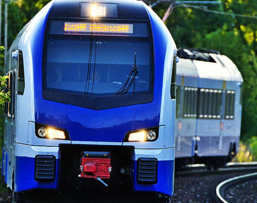 Pociąg, tory, szyny, pociąg osobowy, Polska pociąg