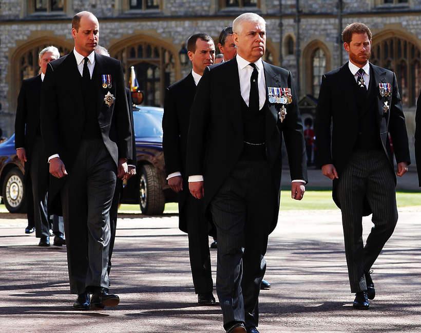 Pogrzeb księcia Filipa, 17.04.2021 rok, rodzina królewska w kondukcie żałobnym, książę Harry, książę William
