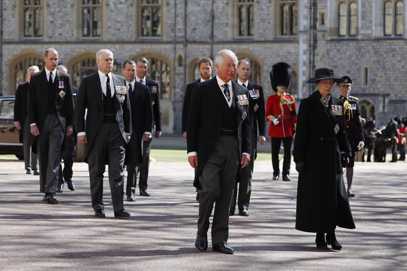 Pogrzeb księcia Filipa, 17.04.2021 rok, rodzina królewska w kondukcie żałobnym, księżniczka Anna, książę Karol