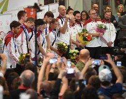 Polacy wrócili z Turynu do Polski. Tak byli witani przez kibiców na lotnisku na Okęciu