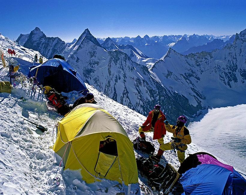 Polscy himalaiści zostawili na K2 tony śmieci?