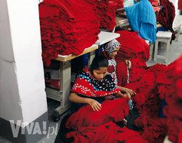 pracownicy szwalni w Bangladeszu
