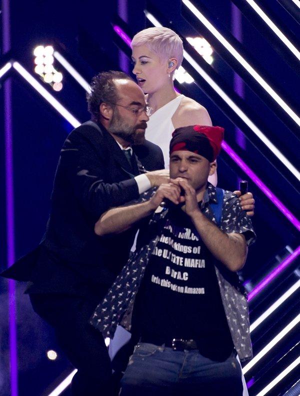 Przerwano występ Surie z Wielkiej Brytanii na Eurowizji