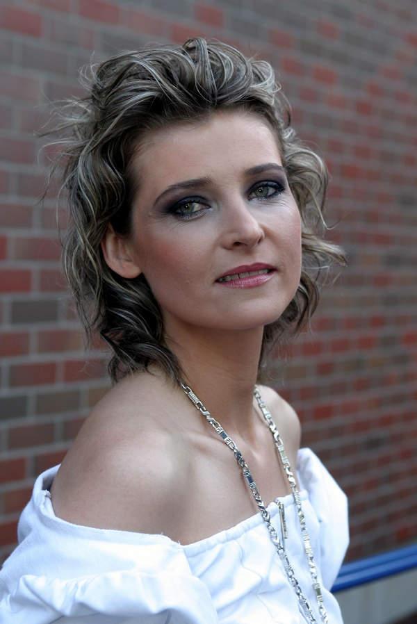 Renata Dąbkowska, festiwalu w Opolu, 28.05.2004 rok, wokalistka Sixteen