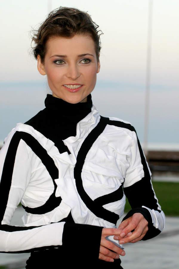 Renata Dąbkowska, wokalistka Sixteen, finał Lata z Radiem, 30.08.2004 r.
