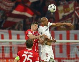 Robert Lewandowski pokazała zdjęcie lima po meczu Bayernu Monachium z Sevillą FC po faulu Gabriela Mercado