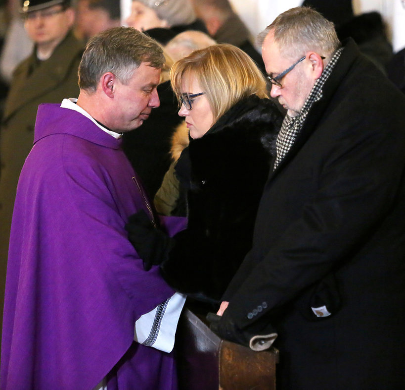 Rodzina na pogrzebie Pawła Adamowicza: żona Magdalena, brat Piotr