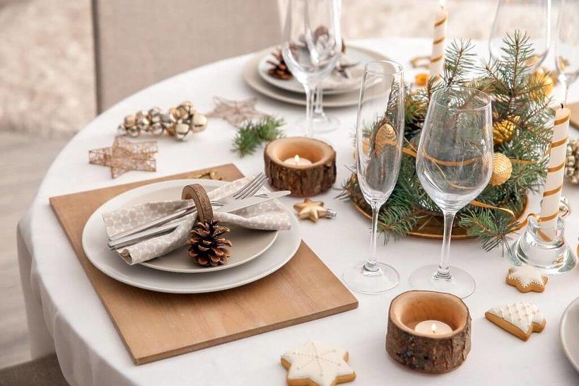 rustykalna dekoracja stołu wigilijnego