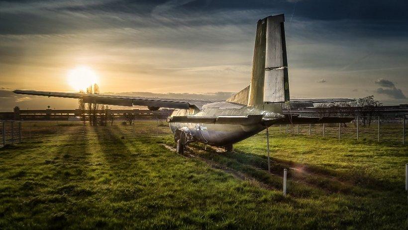 samolot zachod słonca