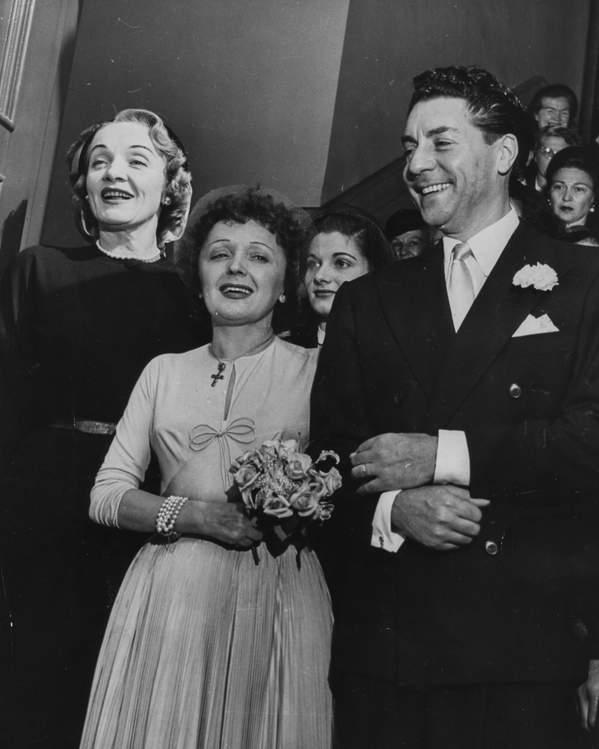 Ślub Edith Piaf i Jacquesa Pillsa, 23 września 1952 rok. Marlene Dietrich była wówczas świadkową, Nowy Jork