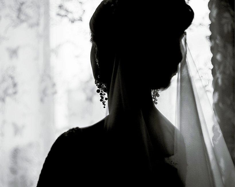 ślub, niechciany ślub, smutna dziewczyna