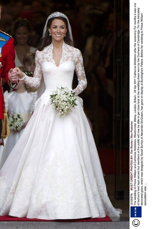 d0ef0af941 Suknia ślubna księżnej Kate  miała dwie suknie ślubne !
