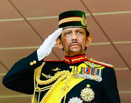Sułtan Brunei zabija gejów za seks, za aborcję karze chłostą...