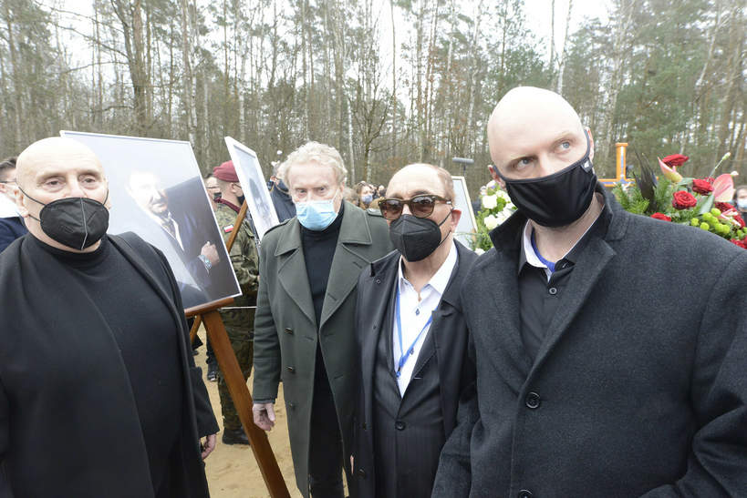 Syn Krzysztofa Krawczyka był bojkotowany na pogrzebie ojca? Ujawniono przykrą scenę