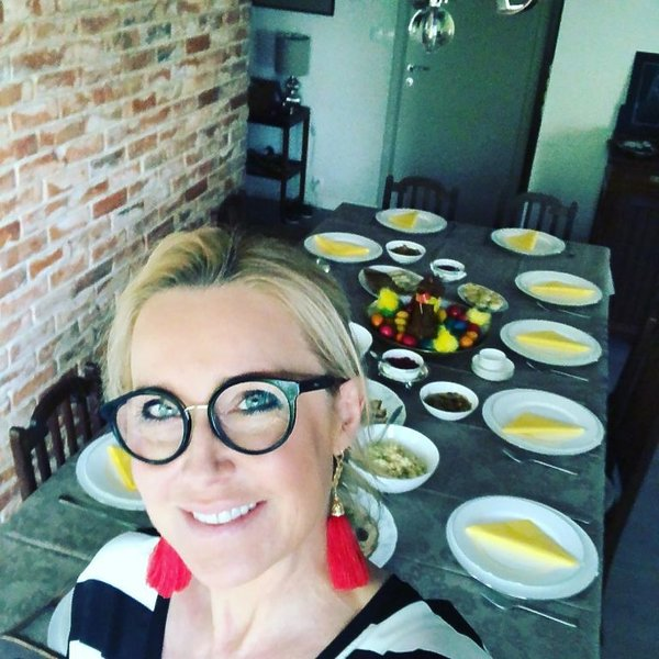 Tak gwiazdy świętują Wielkanoc: Agata Młynarska na tle stołu