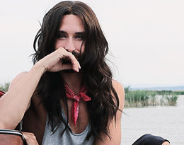 Tak zmieniła się Conchita Wurst (Thomas Neuwirth), kobieta z brodą, która wygrała Eurowizję w 2014 roku. Metamorfoza Conchity Wurst