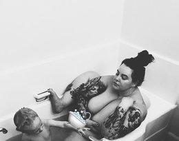 Tess Holiday pokazała zdjęcie z dzieckiem z kąpieli. Przesada?