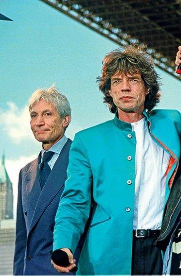 The Rolling Stones w składzie: Charlie Watts, Mick Jagger, Keith Richards i Ronnie Wood na moście Brooklyńskim w Nowym Jorku