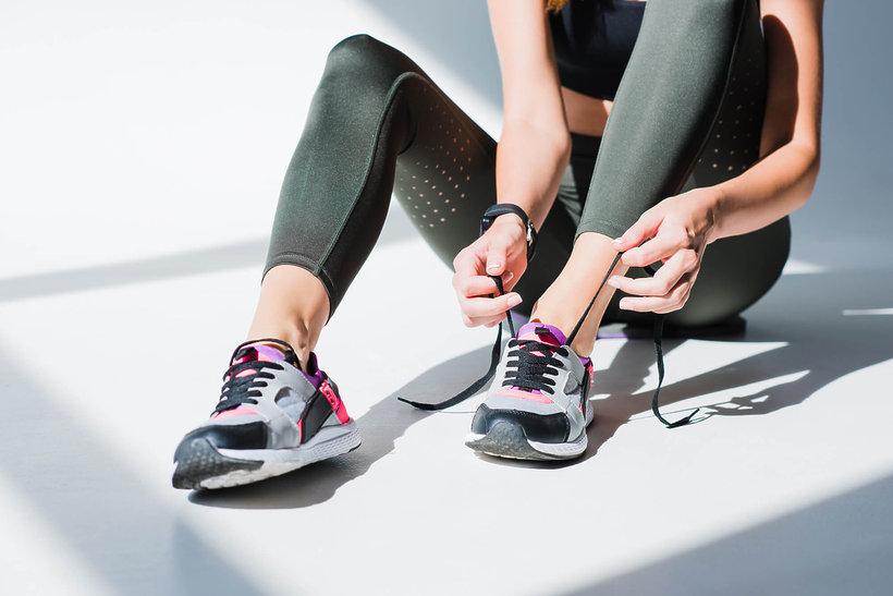 Ubieranie butów do biegania