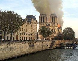vPożar katedry Notre Dame w Paryżu - zdjęcia budynku w ogniu