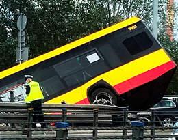 Wypadek autobusu miejskiego na moście Grota w Warszawie. Są ranni i ofiara śmiertelna