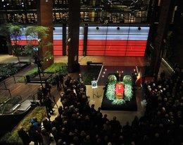 Wystawiene trumny z ciałem Pawła Adamowicza w Europejskim Centrum Solidarnosci. Gdańsk żegna prezydenta