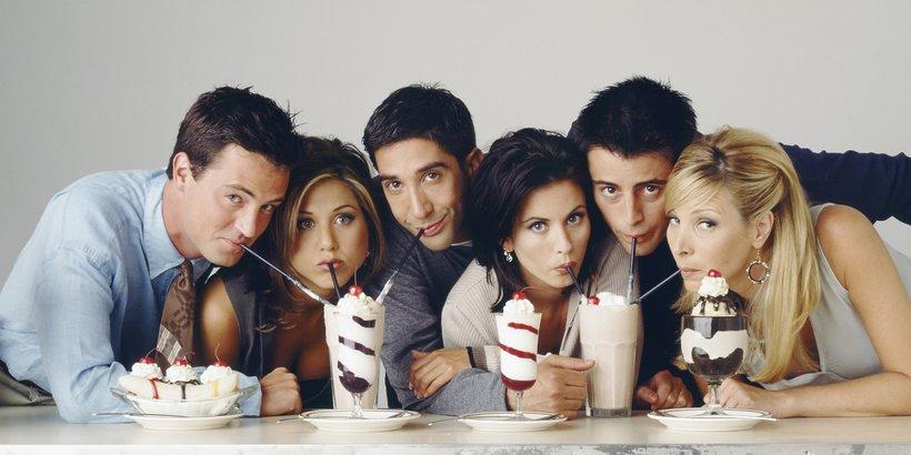 Aktorzy z serialu Przyjaciele piją koktaile