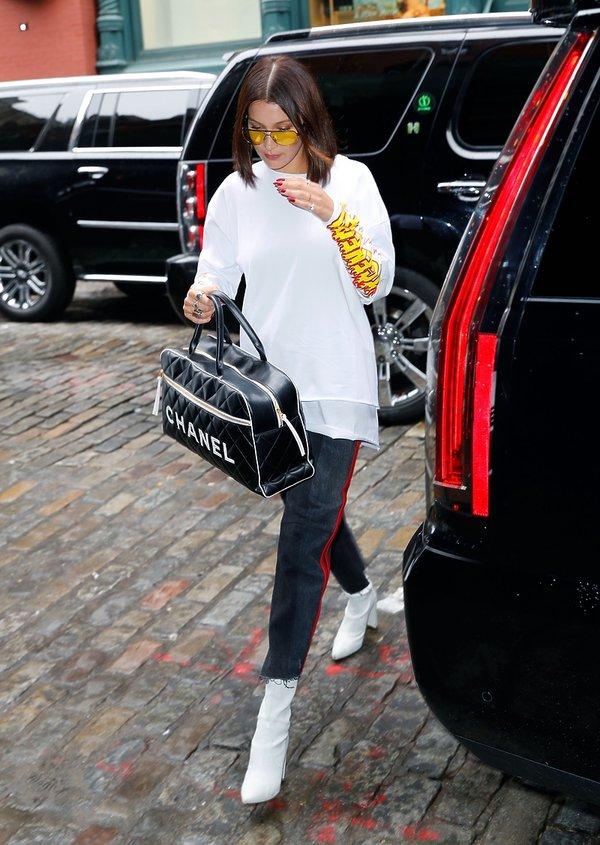 Bella Hadid w białych butach