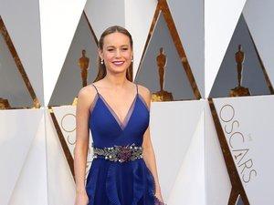 Brie Larson w długiej niebieskiej sukni