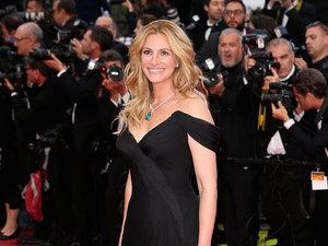 Julia Robert w czarnej sukni na czerwonym dywanie festiwalu w Cannes 2016