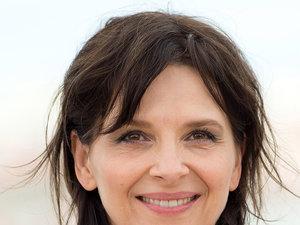 Juliette Binoche z naturalnymi włosami na festiwalu w Cannes