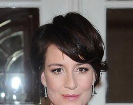 Maja Ostaszewska w czarnej sukience z dekoltem