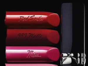 Pomadka Rouge Dior w kolorze czerwonym, czerwonym matowym, różu i fuksji