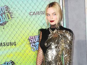 """Margot Robbie na nowojorskiej premierze """"Legionu samobójców"""" w kreacji Alexander McQueen"""