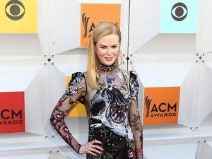 Nicole Kidman w długiej wzorzystej sukni z cekinami