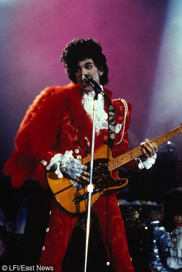 Prince w czerwonym kostiumie