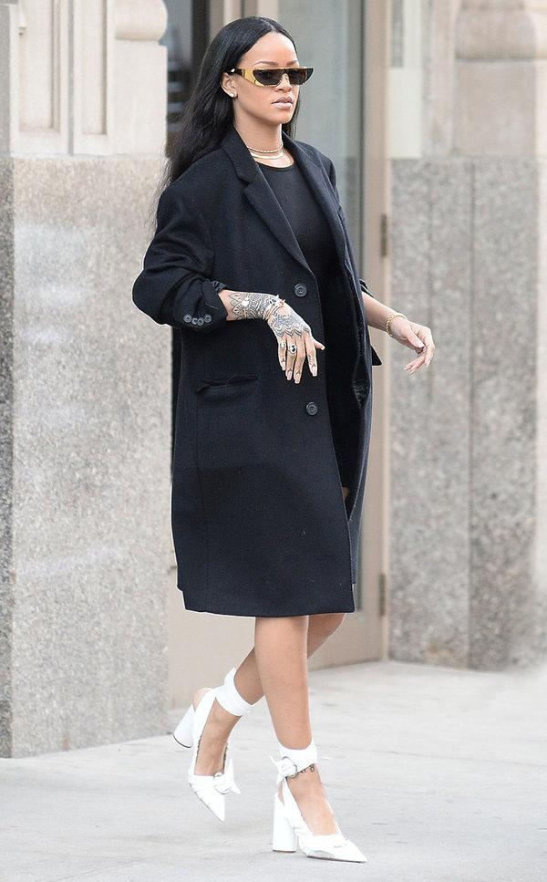 Rihanna w białych butach