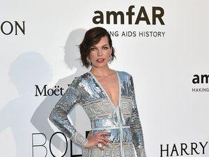 Seksowna Milla Jovovich na gali amfAR w Cannes
