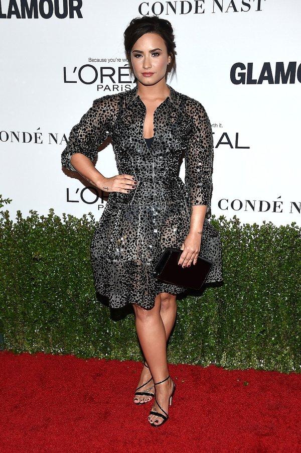 Demi Lovato w długiej kreacji na czerwonym dywanie