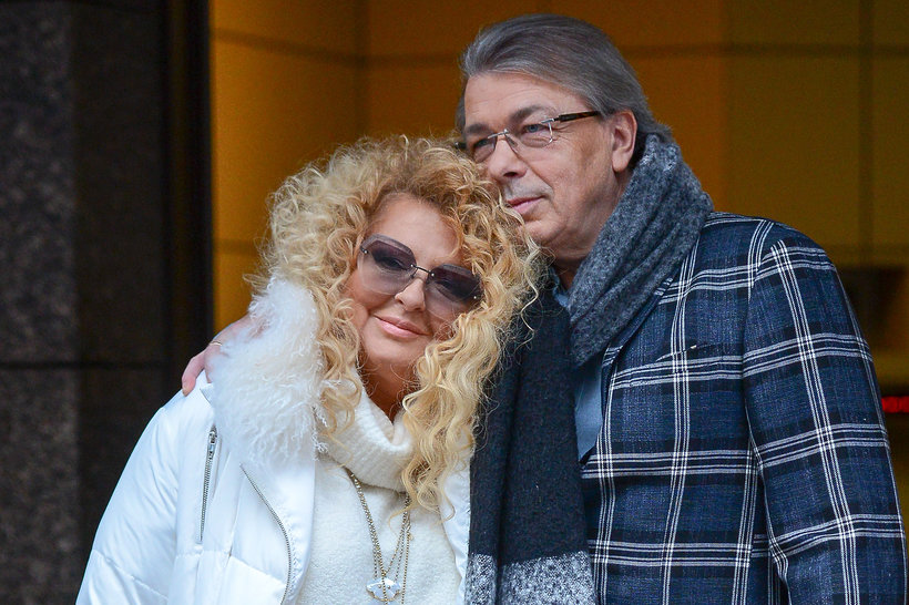 Magda Gessler i Waldemar Kozerawski. Gwiazda postawiła na śniezną biel i... buty z kokardami