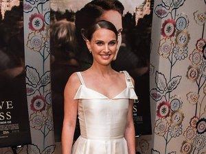 Natalie Portman w długiej białej satynowej sukni
