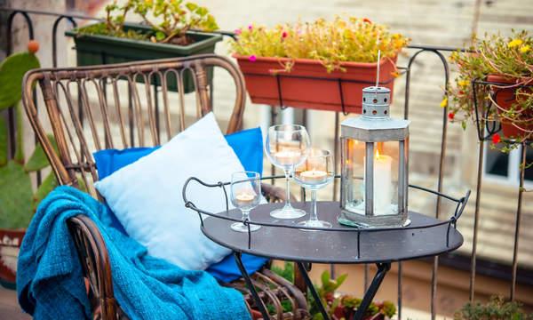 jak zaaranzowac balkon na jesien 2021 trendy wnetrzarskie koce poduszki