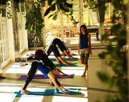 Sport, który zamiast męczyć relaksuje? Oto 5 miejsc na wakacyjną jogę w Polsce!