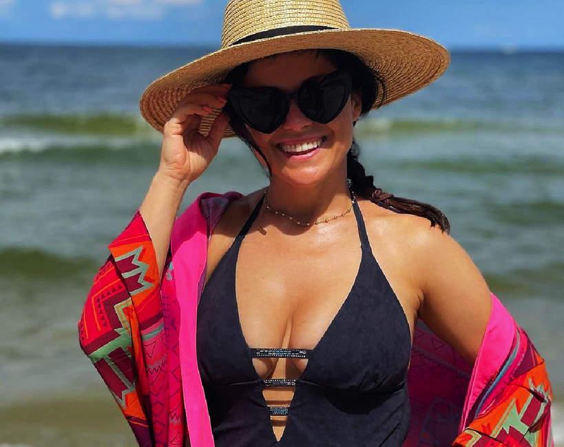 Katarzyna Cichopek w stroju kąpielowym 1